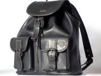 Специалисты совсем недавно отметили то, что в моду вновь возвращаются модные когда-то кожаные рюкзаки.